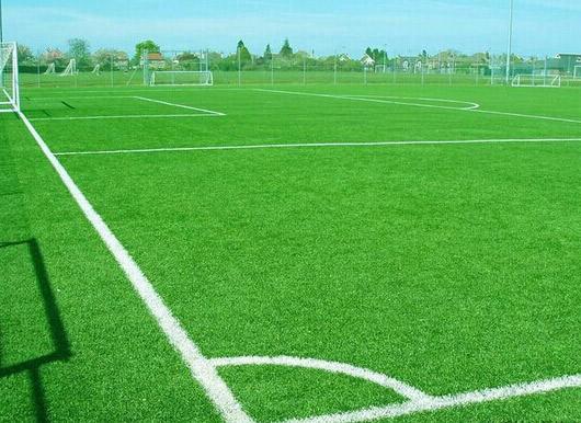 烟台运动场铺设人造草坪工程施工